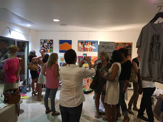 Le UKAstore expose les artistes et les vêtements UKA aux galeries de Houelbourg à Jarry. Ouvert de 10h à 18h jusqu'au 23 décembre.Piaf vous y accueillera le mercredi 13 décembre toute la journée.